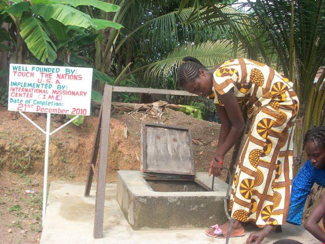 Visit at the Water well -kenema June 2011 -1