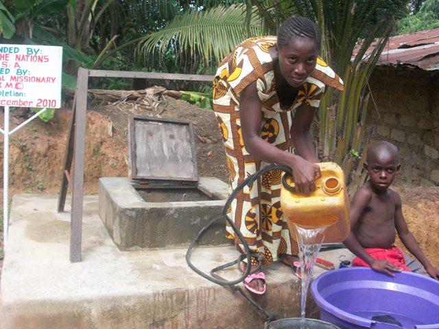 Visit at the Water well -kenema June 2011 -3
